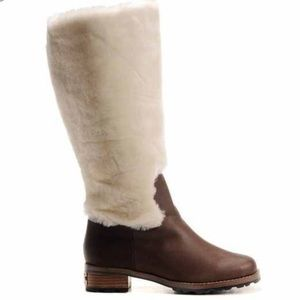 UGG Chrystie Shearling Boots S/N 5512     S6